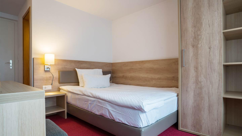 Hotel-Hirsch-Zimmer-Standard-01