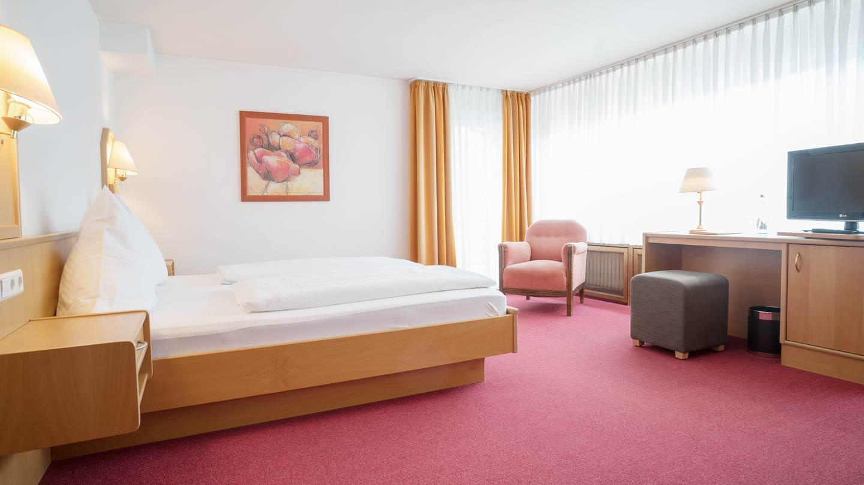 Hotel-Hirsch-Zimmer-Standard-04